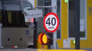Veículos acima de 40 km/h são multados em cabines de cobrança automática de pedágios